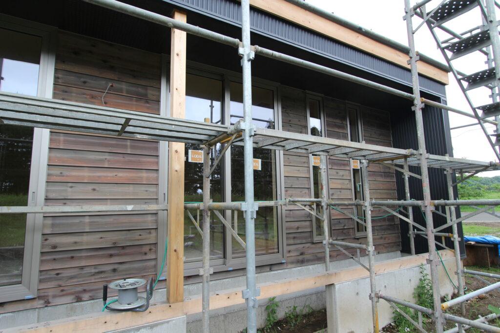 ピアノ室のある平屋の家・八溝杉の外壁工事